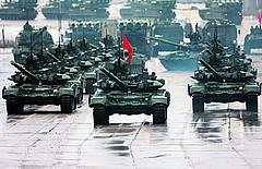 Российский танковый ствол по-прежнему в почёте: Т-90 на Красной площади.