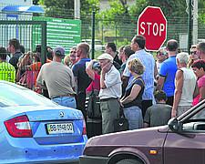 В поисках мирной жизни миллионы украинцев покидают страну.